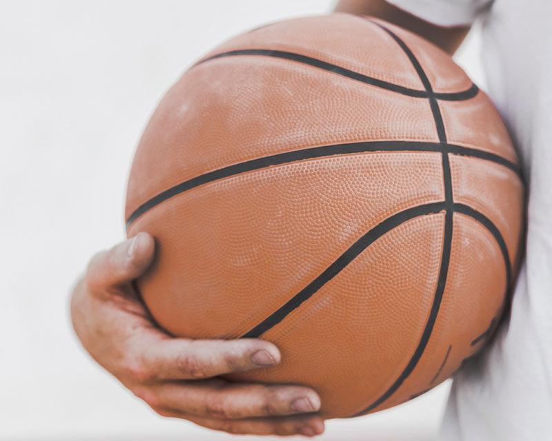 http://clubbaloncestoalcorcon.com/wp-content/uploads/2019/09/balon-baloncesto-manos-800x640.jpg