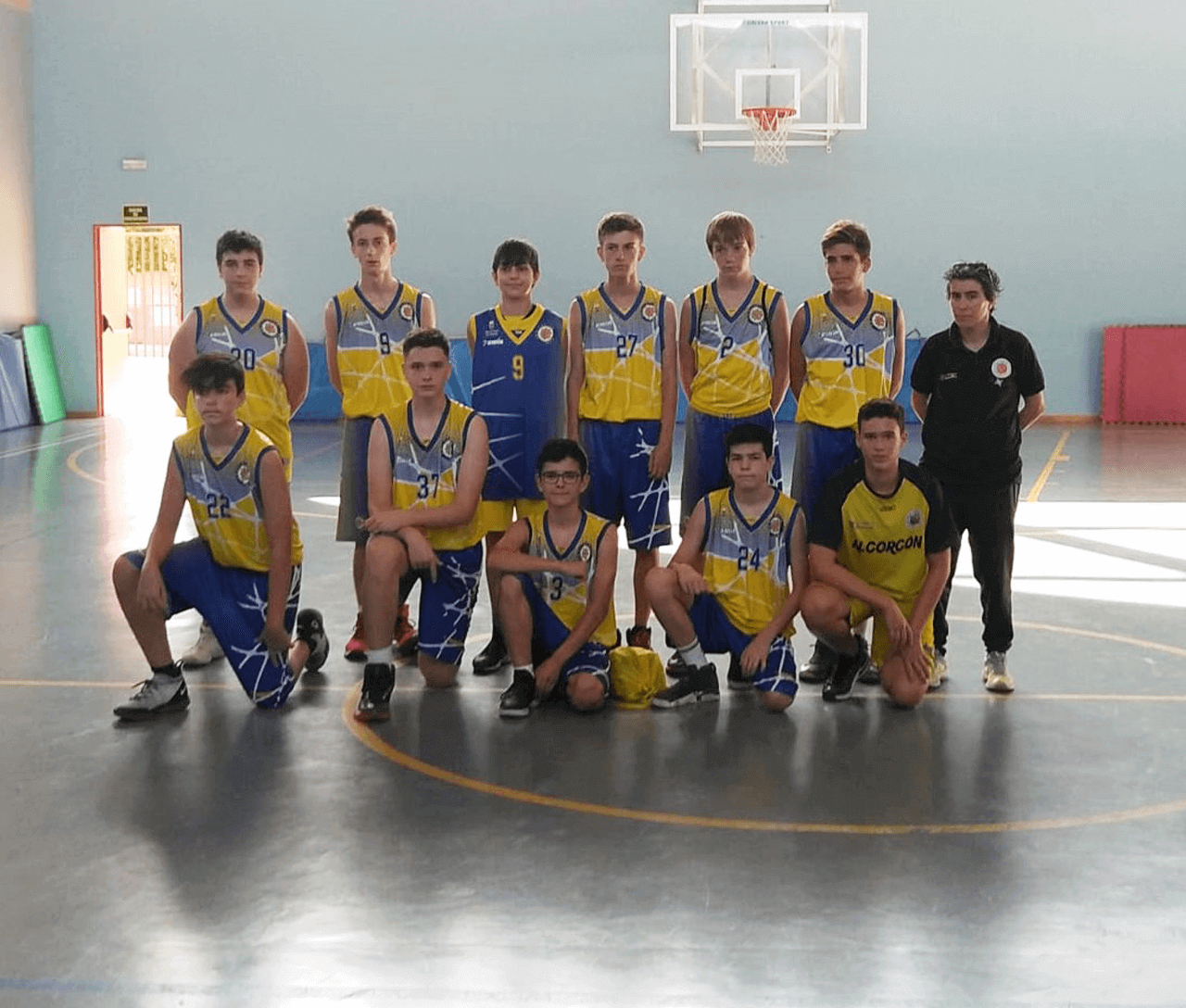 https://clubbaloncestoalcorcon.com/wp-content/uploads/2019/10/Cadete-Azul-equipo.png